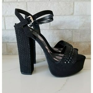 a36567f6ce1 NEW Juicy Couture black studded platform heels 7